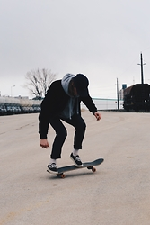 Richy Koll - Es Skaterboard, Vans Sneakers, Nike Socks, H&M Suit Pants, Zara Sweatshirt, Urban Outfitters Bomberjacket, Obey Cap - Life in perfect disorder