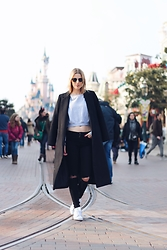 Meryl Denis - Topshop Coat, American Apparel Sweat, Abercrombie & Fitch Jeans, Adidas Shoes - Disney paris