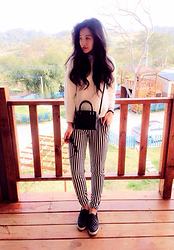 Sherry Lu - Uniqlo Sweater, Topshop Bag, Steve Madden Shoes - Travel days
