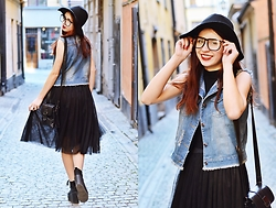 Ola Brzeska - House Wooly Hat, Dresslink Denim Vest, Dresslink Tulle Skirt, Altercore Sneakers, Dresslink Fake Glasses - Spring!
