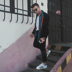 Kamil Gulai - Cos Basic Tee, Cos Denim Shirt, Zara Bomber Jacket, Zara Sweatpants - 27|3