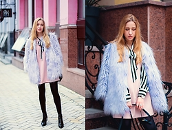 Anna Pogribnyak - Chic Wish Dress, Alysi Fur Coat, Light In The Box Boots, Daniel Wellington Watch - Candy pop