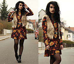 Tessa Diamondly - H&M Faux Fur Vest, Zara 70s Floral Dress - Break on through to the other side.