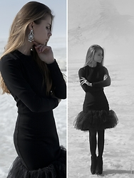 Anna Vershinina - Larne Dress, Happiness Boutique Earrings - Black Swan