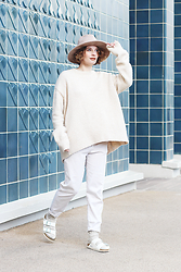 Lila G - Zara Extra Loose Jumper, Zara White Boyish Pants, Stradivarius Beige Hat, H&M Beige Wool Socks, Birkenstock White Arizona Sandals - The German Tourist.