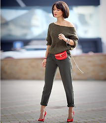 Galant-Girl Ellena - Chloé Red Belt Bag, Zara Off The Shoulder Sweater, Mango Cropped Trousers - Today.