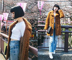 Samantha Mariko - Topshop Coat, Topshop Crop Top, Moussy Jeans, Nike Shoes, Gum Clutch - Cherry