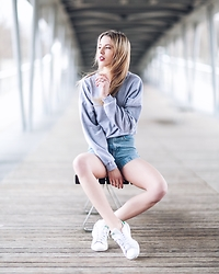 Meryl Denis - American Apparel Sweat, American Apparel Short, Adidas Shoes - Paris Bridge