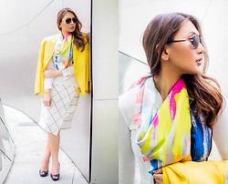 The Ambitionista - Maxmara Colorful Linen Scarf - Mellow & Yellow
