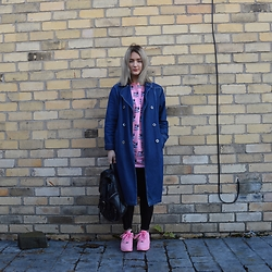Ellie Fowler - Vintage Kilo Sale Denim Coat, Patta No Fear Tee, H&M Suede Leggings, Primark Backpack, Offspring Nike 'Shanghai' - Denim denim denim