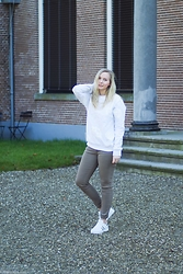 Annora - H&M Sweater Men, Twinkeltje Pants, Twinkeltje White Sneakers - Whites all day