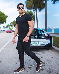 Marcos De andrade -  - Black and the i8