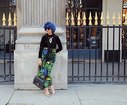 I-lin Tasoz - H&M Top, H&M Trousers, Chanel Bag, Zara Shoe, &Otherstories Headband, Asos Sunnies - TROPICAL BLUE