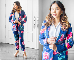 The Ambitionista - Banana Republic Blue Floral Blazer, Banana Republic Blue Floral Pants - Gerber Daisy Corpo Chic