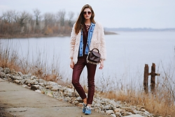 Yulia Sidorenko - Oasap Fur Coat, H&M Leather Pants, New Balance Sneakers, Wholesalebuying Top, H&M Sunglasses - Trend mix