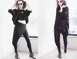 Ama Hatheway - Polette Metal Sunglasses, Physical Element Black Tunic Drawstring, Melle Finelli Necklace Metal, Drifter Hathor Origami Panel Leggings - One Shirt, Two Ways | Getting Over Body Hair & Flab