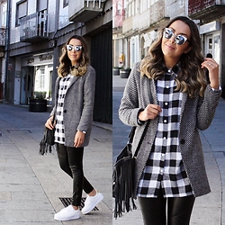 Cá Cavalcant - Maxi Blazer Coat, Plaid Shirt, Sunglasses, Leather Pants, Fringes Bag, Sneakers - On Streets...