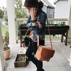 Chloe Hall - Stock And Barrel Leather Bag, Madewell Black Jeans, Mvmt Watch, Madewell Jean Jacket, American Eagle Outfitters Shirt - Spring look