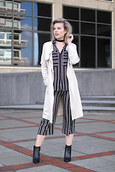 Rowan Reiding - H&M Cream Trench Coat, We Fashion Studio Striped Blouse Shirt, We Fashion Studio Striped Culottes, Omoda Black Pointy Ankle Boots Leather, Etsy Velvet Choker Necklace - WE FASHION STUDIO COLLECTION STRIPED SUIT