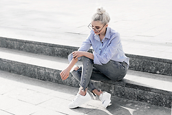 Krist Elle - Znu.Com Stripped Shirt, Bershka Ripped Skinny Jeans 2016, All White Adidas Superstar, Zerouv Round Glasses - How to wear adidas superstars