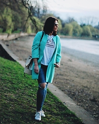 Silvia F. - Debenhams Coat, Zara T Shirt, Zara Distressed Jeans, Stradivarius Sneakers, Musette Bucket Bag - IG: @silviafortu_