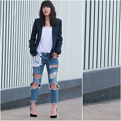 Alexandra DAP - Missguided Blazer, H&M T Shirt, Zara Jean, Boohoo Heels - Stripes and co..
