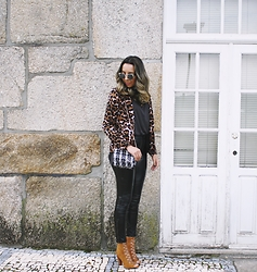 Cá Cavalcant - Lather Pants, Lace Up Boots, T Shirt, Bag - It's all about prints