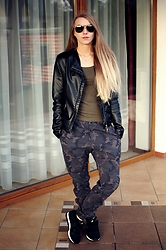 Klaudia - H&M Top, Nike Trousers, Nike Sneakers, Pretty Girl Leather Jacket, Rodenstock Sunglasses - Nike Military Look