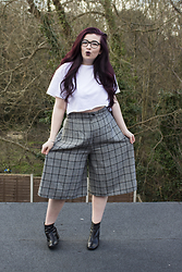 Olivia Lynn - Primark White Crop, Boohoo Prince Of Wales Check Culottes, Office Gunmetal Heel Boots - That's Culotte
