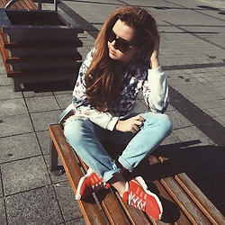 Aleksandra G - Sinsay Sunglasses, House Sweatshirt, House Distressed Boyfriend Jeans, Adidas Flux - Sunshine