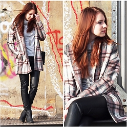 Sarah-M. - Innocence Clothing Checkered Pink Coat - The checkered pink coat
