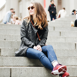 Brielle Patterson - Ray Ban Sunnies, Cotton On Jeans, Puma Sneakers - Meet me at the MET