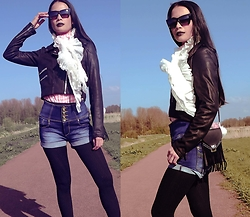 Hanna From HOLLAND - Coolcat Jacket, Meow Little Bag - Black lips devil