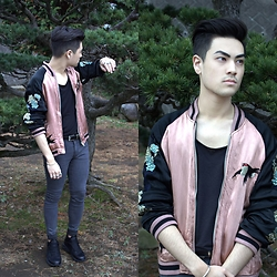 Kevin Kinno - Silk Embroidered Bomber Jacket, H&M Black T Shirt, Leather Belt, Bershka Gray Biker Skinny Jeans, Silver 925 Bracelet, Silver 925 Rings, Bershka Black Trainers - PINK SKY