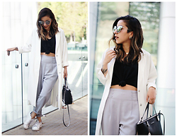 Vivi Valenzuela - Topshop White Duster Coat, Basement Black T Shirt, Adidas Stan Smith, Forever 21 Peg Trousers - IT'S GETTING COLD