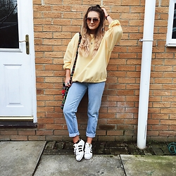Amy Hallimond - Urban Outfitters Jumper, Levi's® Jeans, Adidas Trainers, Topshop Sunglasses - Feeling yellow