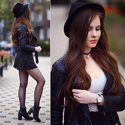 Ariadna M. - Black Necklace, Black Leather Jacket - Black lady