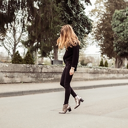 Fanni ♥ - Daisy Street Turtle Neck, New Look Jeans, Bershka Metallic Boots, Pilgrim Watch - Leave A Message