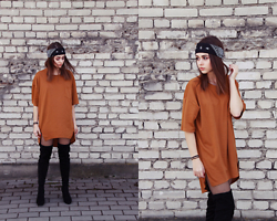 Lila Janowska -  - T-shirt dress