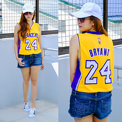 Jannelle O. - Nba Store Lakers Jersey, Adidas Superstar Sneakers - Mamba Day