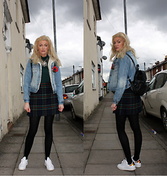 Roxanne Rokii - Primark Sherling Lined Denim Jacket C2013, Portugal Green Lace Roll Neck Top C2012, The Royal British Legion Remembrance Poppy, Rokii Silver Necklace, Primark Black Back Pack 2015, Vintage Wool Tartan Kilt, Adidas Stand Smiths With Green Iridescent Back 03.2016 - 16.04.2016 Saturday Shopping in Green - Rokii.co.uk