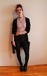 Veera Johanna - Gina Tricot Choker, Gina Tricot Necklace, Clockhouse Cardigan, Gina Tricot Body, H&M Disco Pants, Heels - Dusty rose