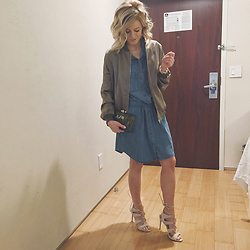 Kim Tuttle - Silver Jeans Denim Dress, Kayu Designs Clutch, Missguided Bomber, Steve Madden Sandalia - Nyc