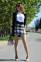 Elisabeth Green - Zara White Shirt, Zara Plaid Skirt, Suiteblanco Black Trench - Plaid Skirt