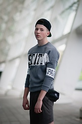Alex Boyko - Ssur Brand Snapback Vogue, Basic Sweatshirt With Short Sleeves, Topshop Baggy Shorts, Bandit Black Banana Bag - Spring sporty look