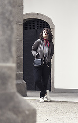 Jules - Tally Weijl Scarf, New Look Bomber Jacket, Primark Top, Mango Bag, Zara Jogging Pants, H&M Sneakers - Parisian Chic