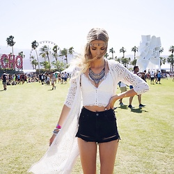 Meryl Denis - Zalando Top, Zalando Jacket, Topshop Short - Coachella feeling