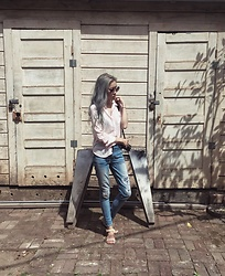 Anne - Zerouv 8370, Hollister Sheer Pink Hi Lo Button Up, American Eagle Outfitters High Waisted Ripped Skinny - Something Simple