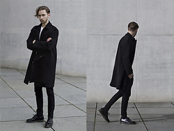 Ovidijus Maslovas - Oak Nyc Black Coat, Zara Black Pants, Dr.Martens Originals 1461 - JUST BEFORE THE HEAT STRIKES EARTH