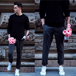 Adam Vaszil - H&M Black, Adidas Shoes, H&M Pants - Date accesories